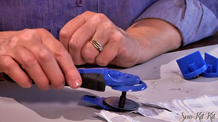How to Sharpen a Rotary Cutter Blades 8